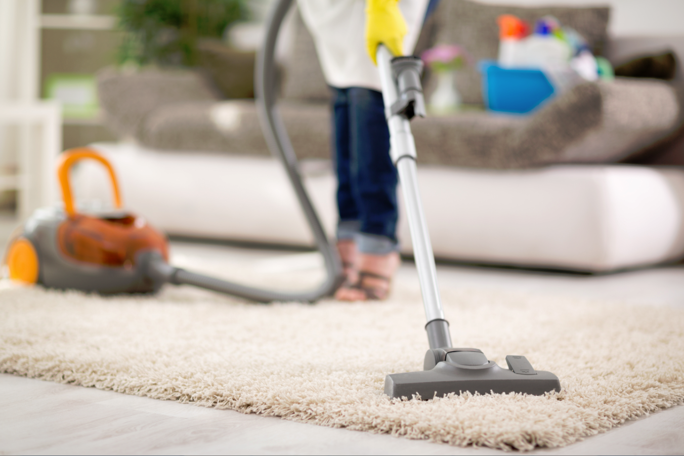 cleaning-the-carpet-woman